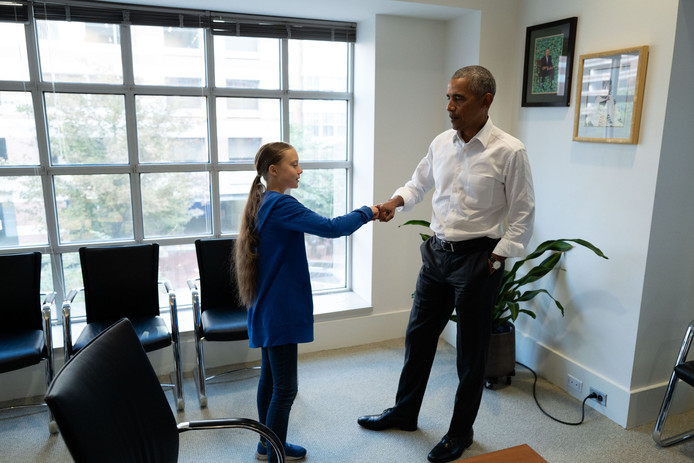 """Un """"fist bump"""" avec Barack Obama et l'assurance de son soutien: Greta Thunberg a été applaudie par l'ancien président des États-Unis"""