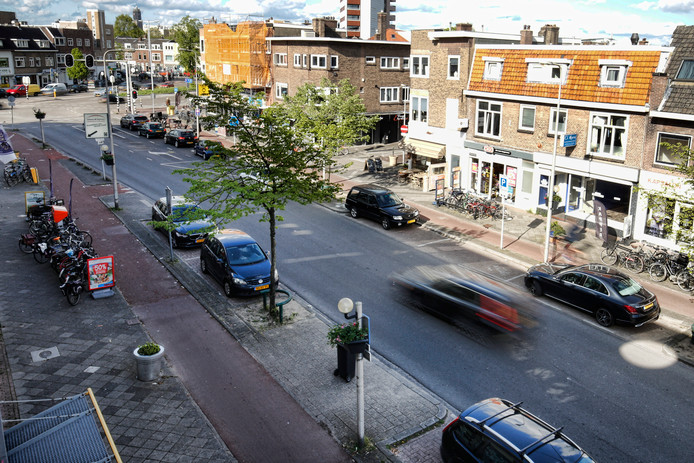 Winkeliers en bewoners klagen over de snelheid van het autoverkeer op de Rijnlaan.