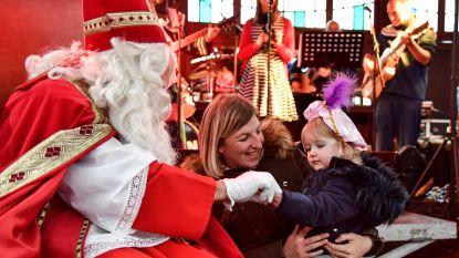 Sinterklaas bezoekt Spiegeltent