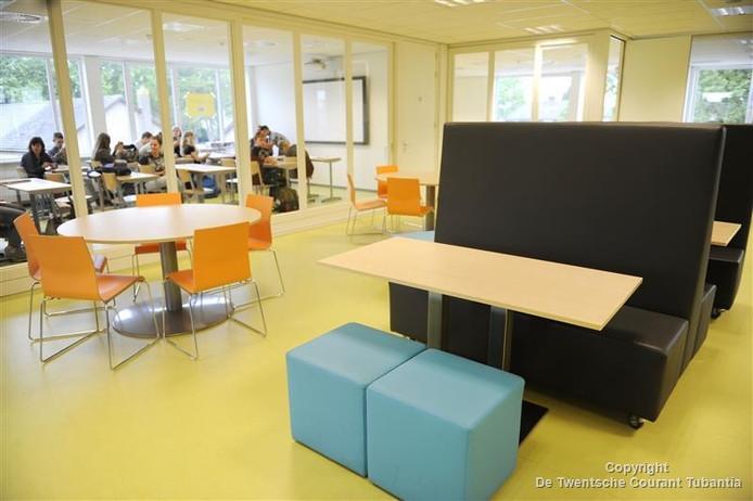 Beeld van de nieuwbouw van scholengemeenschap Het Noordik in Vriezenveen.