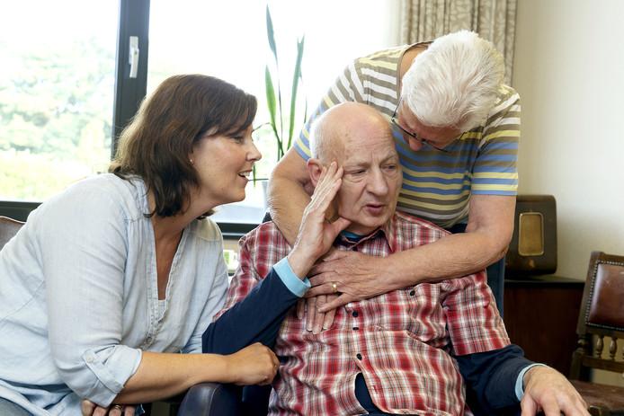 Piet Emans met zijn vrouw en dochter.