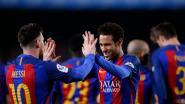 Barcelona zet na de pauze tienkoppig Valencia opzij en blijft in de buurt van Real