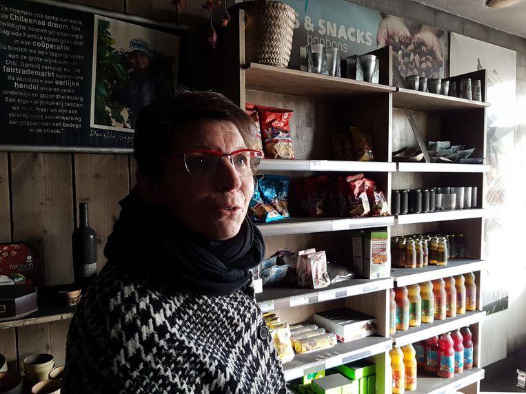 Yvonne Vlaminckx in de winkel.