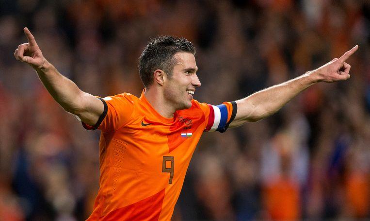 Overwinnaars gooien de armen in de lucht: Robin van Persie viert zijn 5-0 tijdens een WK kwalificatiewedstrijd in 2013. Beeld anp