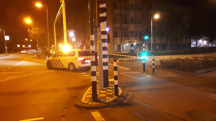 De kruising van de Vogelstraat en de Orthenseweg in Den Bosch is afgesloten.