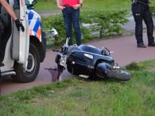 Hardloopster lichtgewond door aanrijding met scooter in Etten-Leur