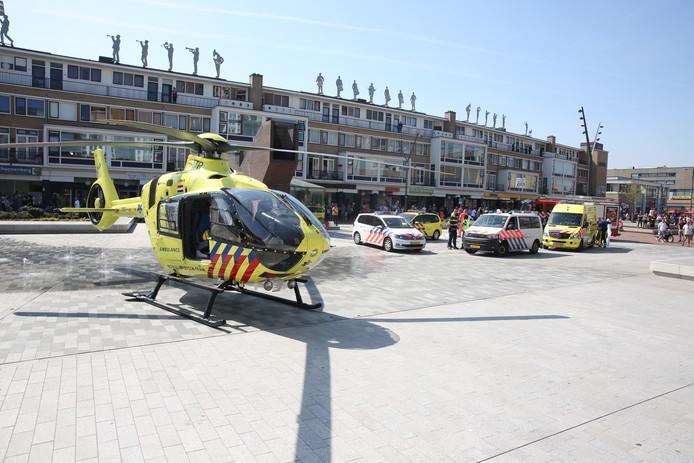 Een traumahelikopter is geland op de Nieuwe Markt in Roosendaal.