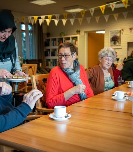 Vrijwilligers als Yvonne en Gera maken Overbetuwe koploper: 'De eenzaamheid is groot, ook onder jongeren'