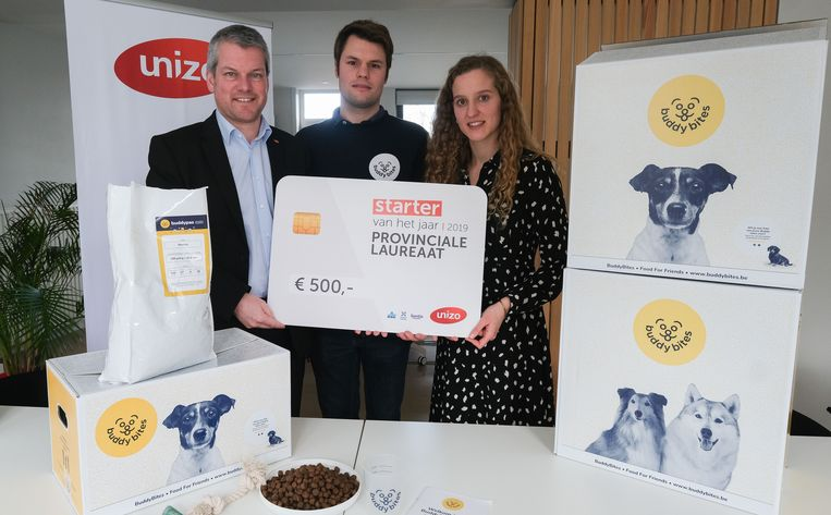 Unizo-directeur Wouter Blomme (links) met Mattijs Brandt en Charlotte Coene van BuddyBites.