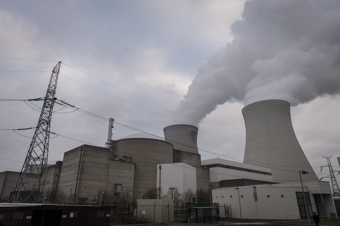 De kernreactor in Doel, net over de grens bij Antwerpen