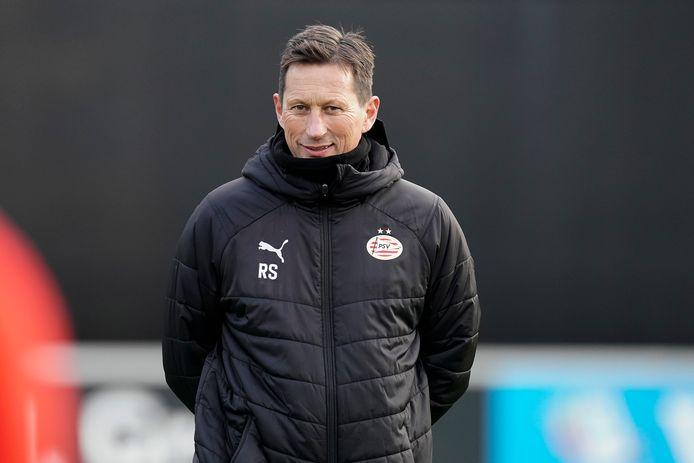 Roger Schmidt tijdens de training van PSV voor PAOK-thuis.