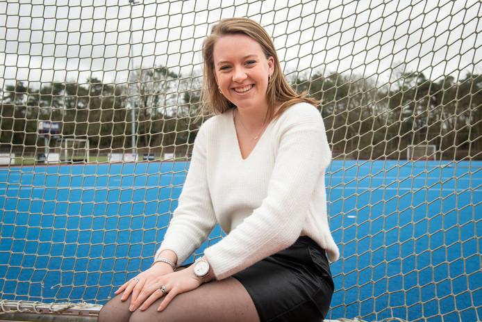 Amber Lambregts op het hockeyveld in Teteringen.