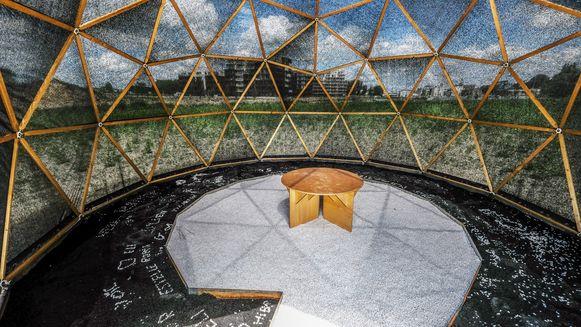In Harelbeke vind je het werk 'Observatory' van de Belgische kunstenaar Kevin Trappeniers.