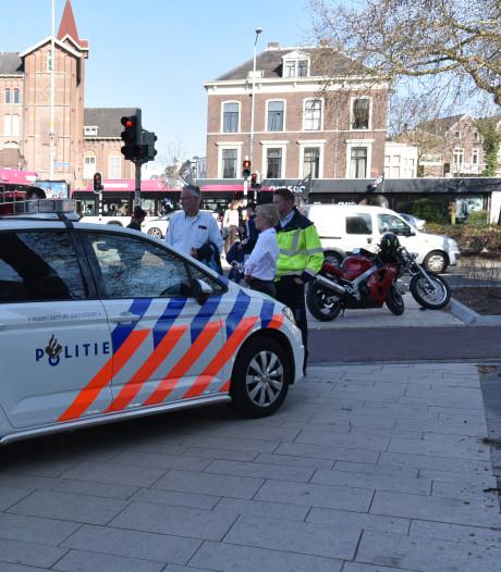 Motorrijder zwaargewond bij aanrijding met stadsbus