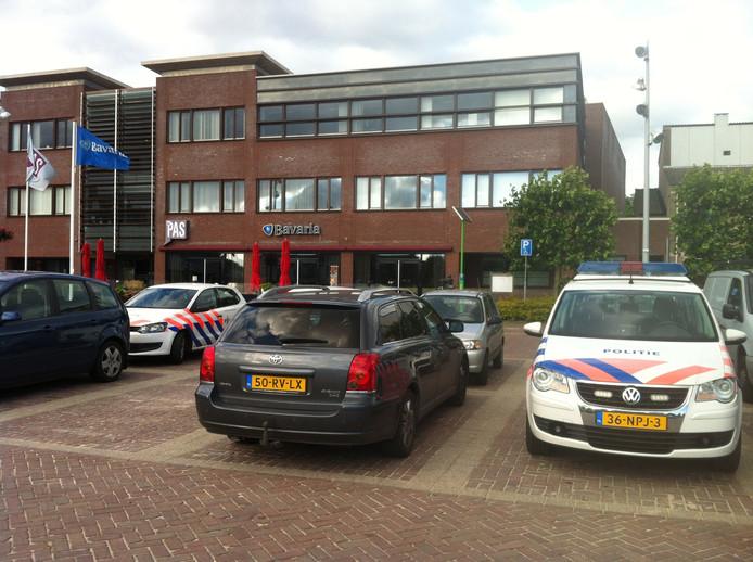 De politie is dinsdagavond ook aanwezig bij de Pas in Heesch.