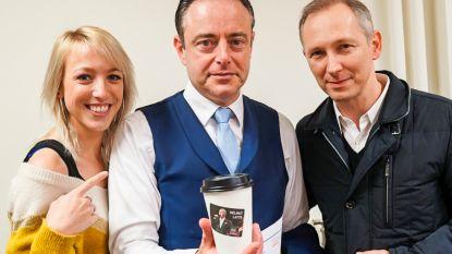 Bart De Wever maakt in volle regeringscrisis tijd voor een 'Helmut Latte'