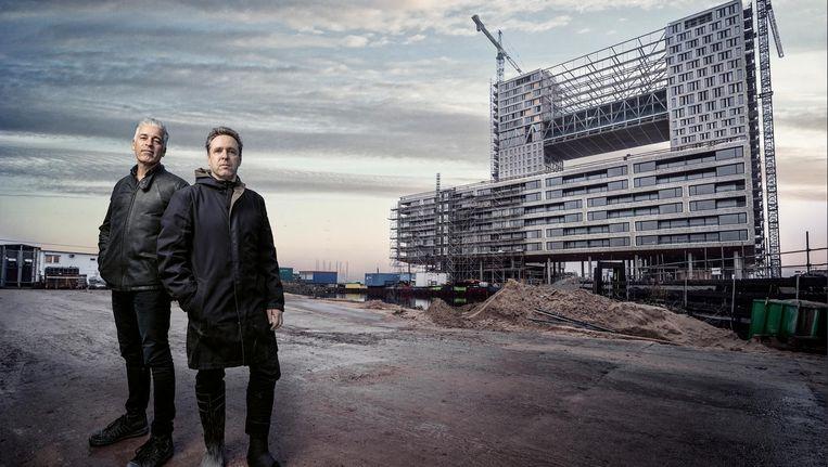 Arnoud Gelauff (l) en Floor Arons, architecten van Pontsteiger. Beeld Martin Dijkstra