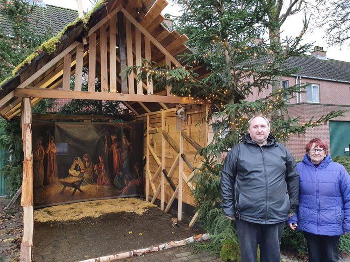 Het huisje van Tom en Rosette baadt helemaal in de kerstsfeer.