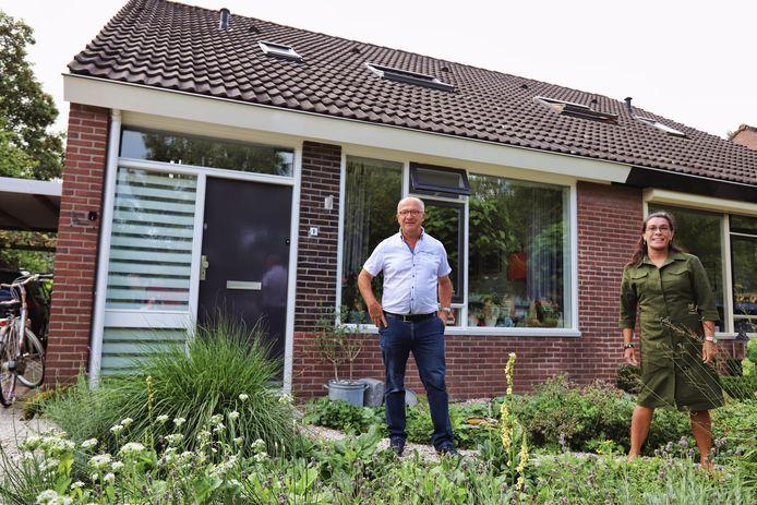 Inwoners van Stad aan 't Haringvliet willen graag dat hun dorp het eerste dorp van Nederland wordt dat met waterstof wordt verwarmd. Piet Diepenhorst en Stella Braber van de dorpsraad zetten zich in voor dat project. © Peter de Jong Fotografie