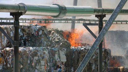 Balen papier vatten vuur bij VPK, brandweer massaal aanwezig
