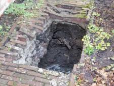 Vrouw verdwijnt in zinkgat van vier meter diep