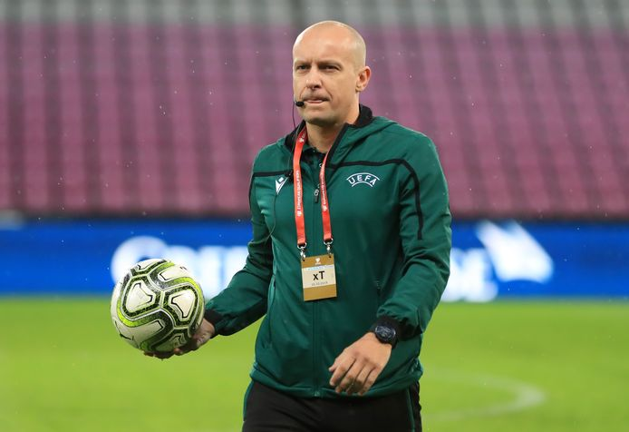 Szymon Marciniak leidt het duel van Oranje tegen Noord-Ierland.