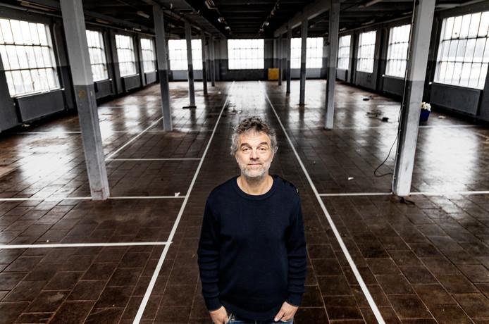 Piet Hein Eek op de tweede verdieping van zijn 'fabriek' op Strijp-R in Eindhoven. De lijnen voor de 13 hotelkamers die hier komen, zijn al uitgetekend.