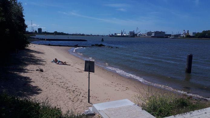 Strandje bij Pendrecht.