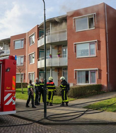 Veel rookontwikkeling bij brand in appartementen in Almkerk