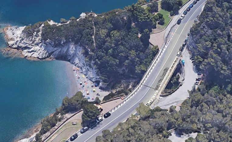 Een van de stranden van de Italiaanse badplaats Bergeggi.
