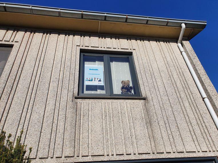 Ook in wijk Hof ter Duyst in Ninove werd er gestart  met een teddybeer voor de venster te plaatsen.
