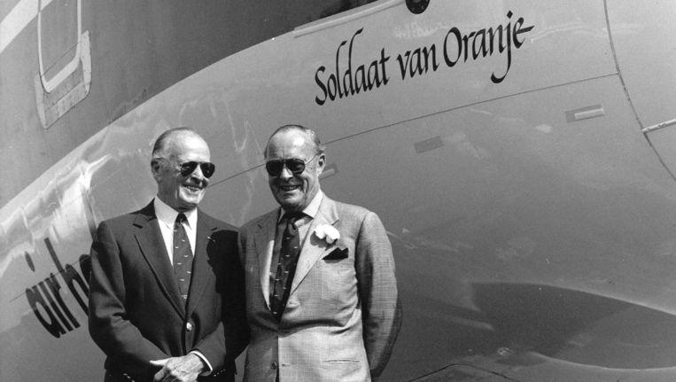 Engelandvaarder Erik Hazelhoff Roelfzema en Prins Bernhard. Beeld ANP