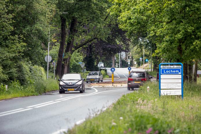 De chicane  op de Barchemseweg in Lochem. Naar aanleiding van een onderzoek door de gemeente worden er binnenkort maatregelen genomen die moeten leiden tot minder ongevallen.
