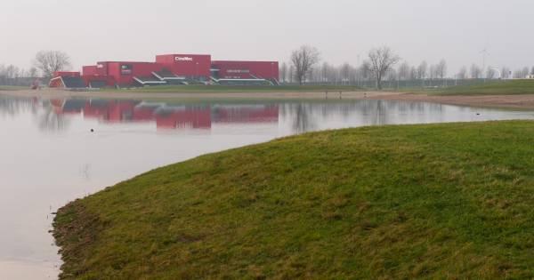 39 combineer zwembad met recreatie aan lentse plas for Zwembad s hertogenbosch