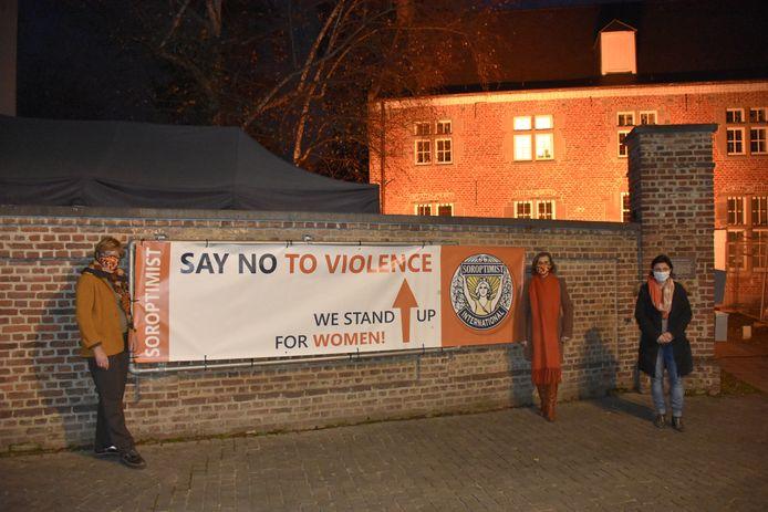 De Dekenij kleurt oranje als teken van steun voor de 'Orange the world' campagne.