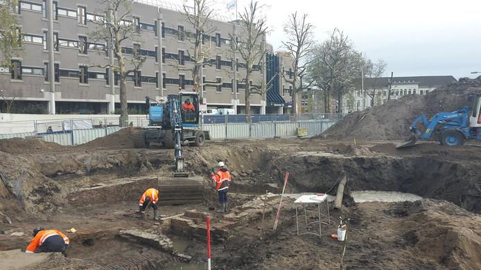 Oude resten van bebouwing gevonden op het Smakkelaarsveld.