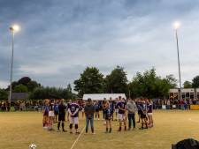 Korfballers eren nagedachtenis van overleden ploeggenoot Loes (18) uit Epe met benefietwedstrijd