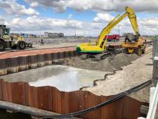 Wisseltruc met water, zand en asbest in Harderwijk