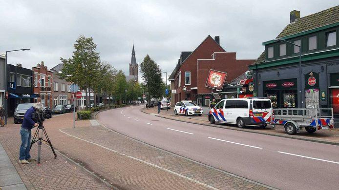 De politie doet zondagmiddag onderzoek bij de Jolly Jester Pub.