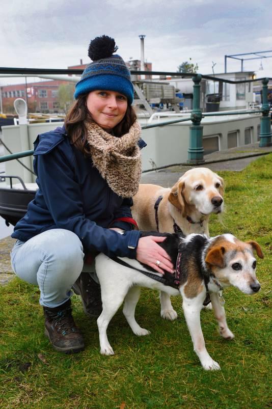 Veerle Vereecken met de honden Mozart en Lotje