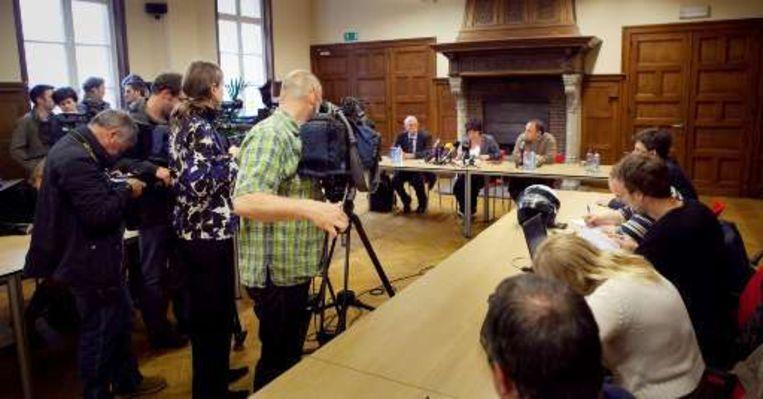 Minister van Volksgezondheid Onkelinx en viroloog Van Ranst maakten gisteren het eerste geval bekend op een persconferentie.
