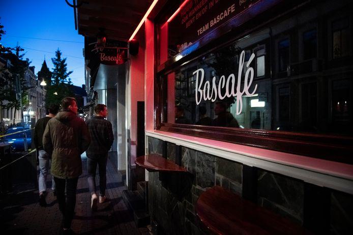 Burgemeester Hubert Bruls van Nijmegen sloot vorige week het Bascafé (foto) en TweeKeerBellen om coronabesmettingen.