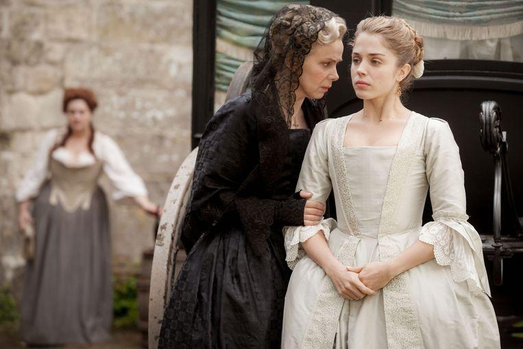 Markies des Arcis (Edouard Baer) en Madame de La Pommeraye (Cécile de France). Beeld Cherry Pickers Filmdistributie