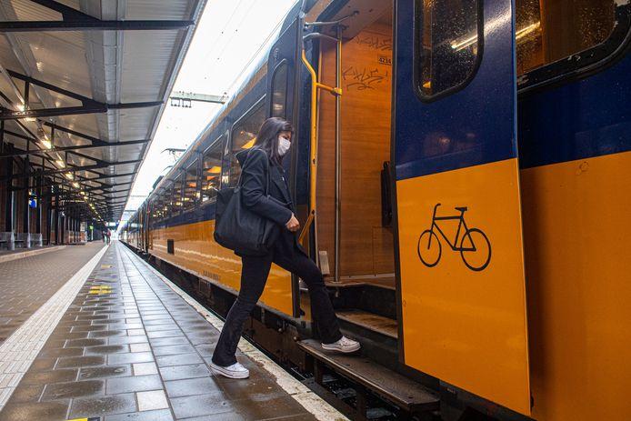 Veel reizigers reageren ontsteld op het schrappen van de intercity naar Amsterdam Centraal.