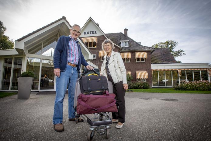 DE LUTTE - Ria en Henry Vlasveld komen voor de 56e keer naar hotel 't kruisselt.