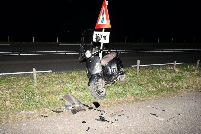 De scooterrijder raakte ernstig gewond bij de aanrijding.