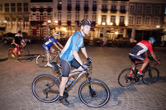 De fietsers zijn in Bergen op Zoom vertrokken om geld op te halen voor Cystic Fibrosis.