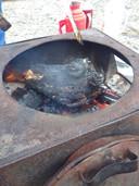 De geitenkop die het gastgezin in Mongolië Tieme Hermans op zijn verjaardag voorschotelde.