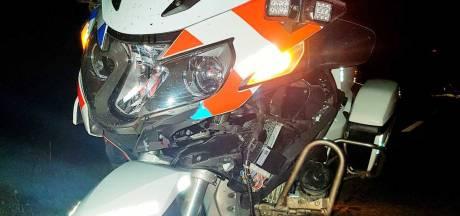 Motoragent botst op ree in Dronten