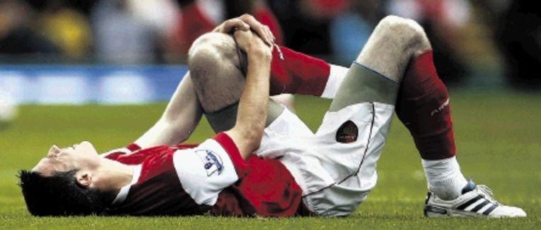 Van Persie viel uit met een enkelblessure. Hij mist de interlands van Oranje tegen San Marino en Finland. (FOTO AP) Beeld AP